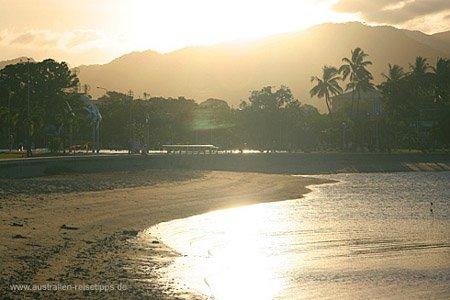 Cairns bei Sonnenuntergang