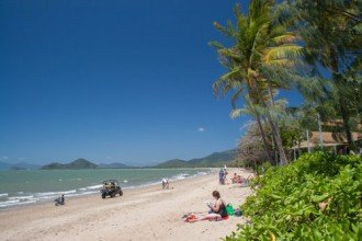 Sonnige Strandlandschaft in Queensland, Australien