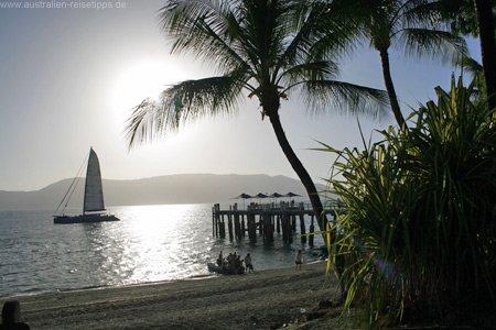 Daydream Island mit Segelyacht