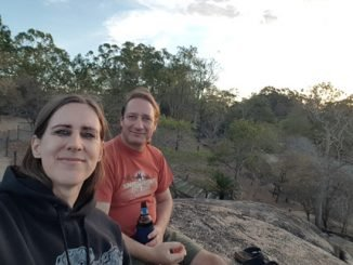 Robert und Bianca bei Sunset Drinks am Granite Gorge in Mareeba